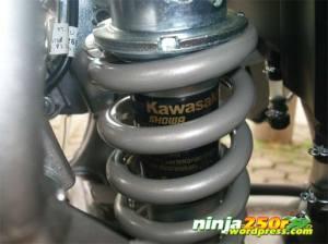 1G_sok_gas_belakang
