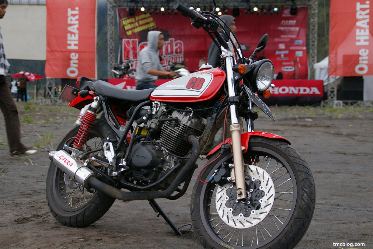 tmcblog – motorcycle news » Custom Honda CB100 Broken Heart