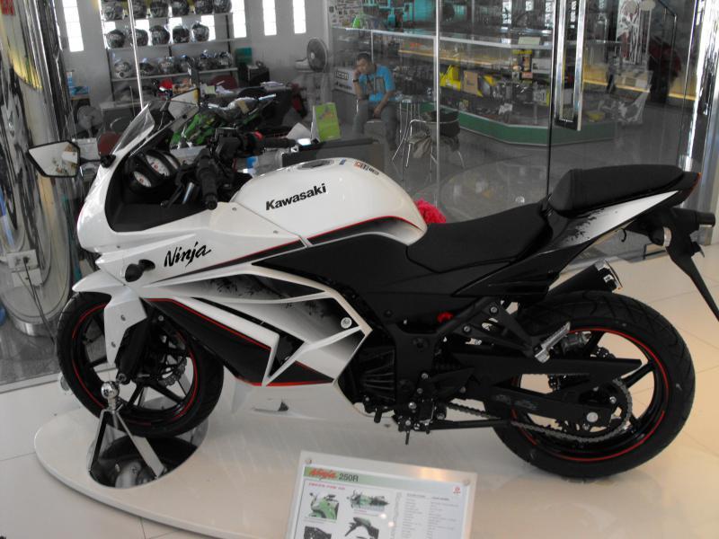 Kawasaki ajukan TPT (Impor) Ninja 250R Injeksi . . . jeng jreng Mei 30 ...