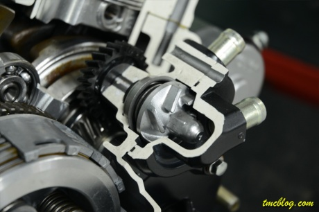 CB150R_water_pump_1