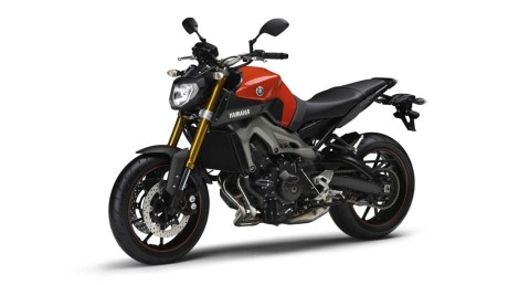 061113-2014-Yamaha-MT-09-EU-Blazing-Orange-Studio-007