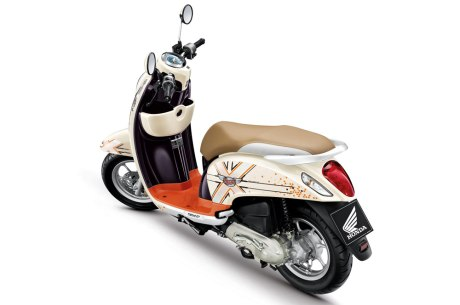 honda-scoopy-i-club12-2013-40
