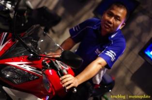 Launching_Yamaha_R1553