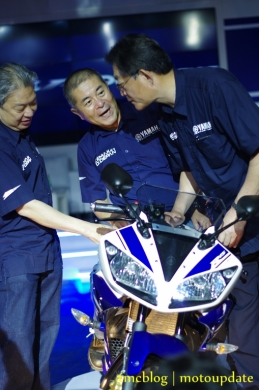 Launching_Yamaha_R1561