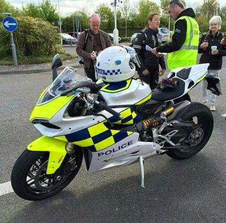 Police-panigale